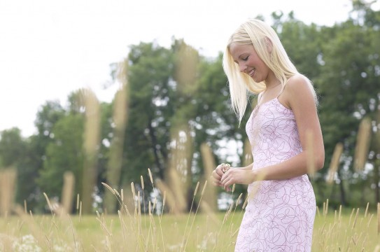 Blonde-Woman-Nature-Happy-Field